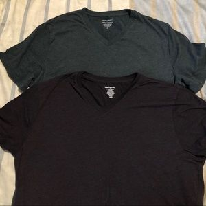 2 Banana Republic V-Neck T-Shirts Size XL